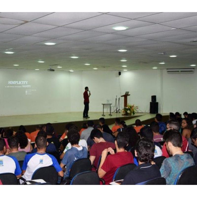 Prof. Wylliams Santos, da UPE Caruaru, realizou a palestra de abertura no IX Simpósio de Sistemas de Informação (SINFO)